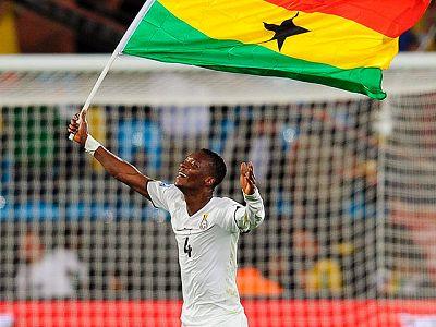 Al margen de la goleada de Alemania a Australia, la tercera jornada del Mundial nos ha dejado la primera victoria africana del torneo, de Ghana ante Serbia, y una nueva cantada. En este caso, el portero argelino ha provocado la victoria de Eslovenia.