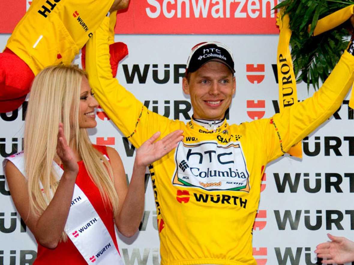 Frank Schleck, del equipo Saxo Bank, ha sido el vencedor de la tercera etapa de la Vuelta a Suiza, entre Sierre y Schwarzenburg. En esta etapa, además el alemán Tony Martin, del Columbia, ha desbancado a Cancellara del liderato, tras sacarle un segu