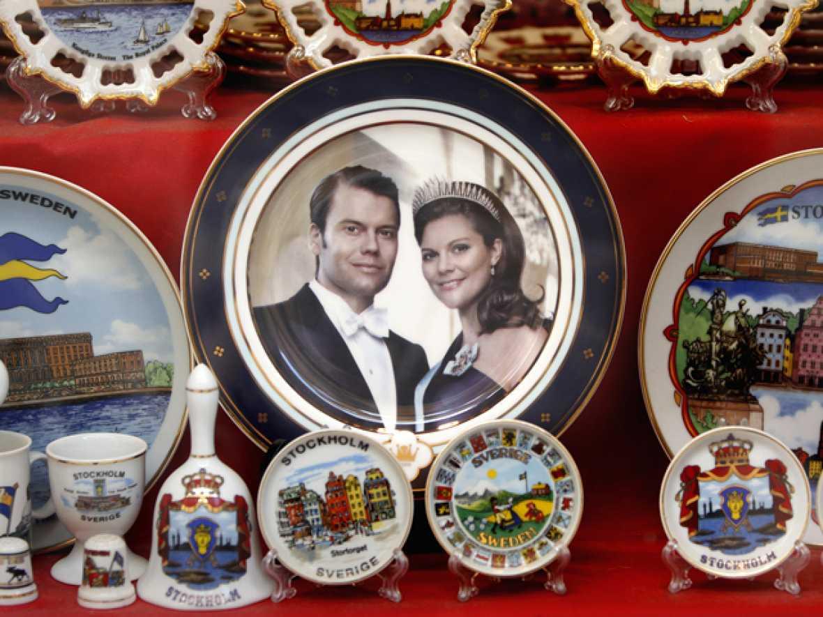 Estocolmo ya está engalanada y lista para celebrar la boda entre la princesa heredera al trono de Suecia, Victoria, y su novio, Daniel Westling. Más de 1.200 invitados asistirán al enlace