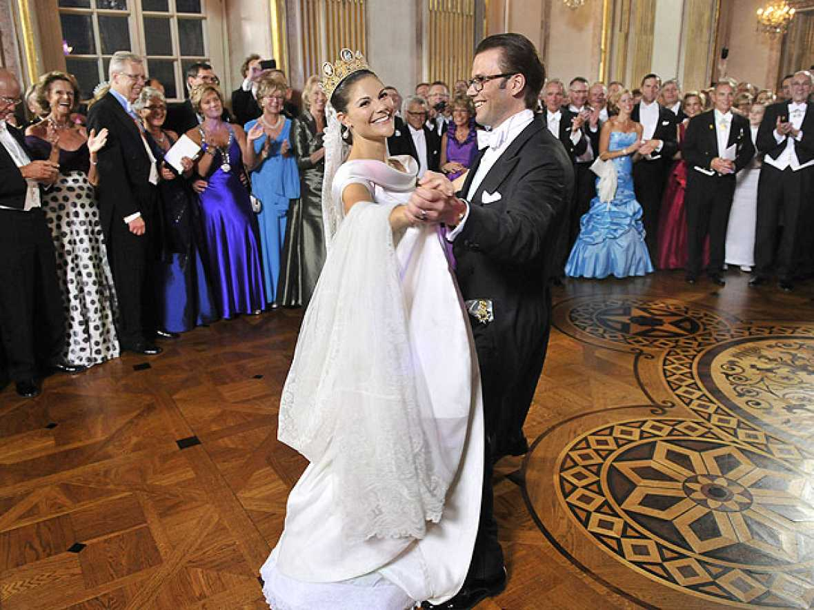 La boda de Victoria de Suecia con Daniel Westling se ha prolongado hasta el amanecer