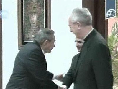 Raúl Castro recibe al canciller del Vaticano para consollidar las relaciones con la Iglesia