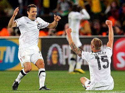 La selección estadounidense consiguió su billete a octavos de final en el úlitmo suspiro, eliminando a Eslovenia con un tanto en el descuento ante Argelia.