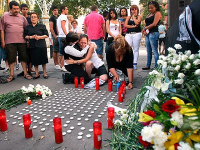 Identifican a las 12 víctimas mortales del atropello del tren de Castelldefels en la noche de San Juan