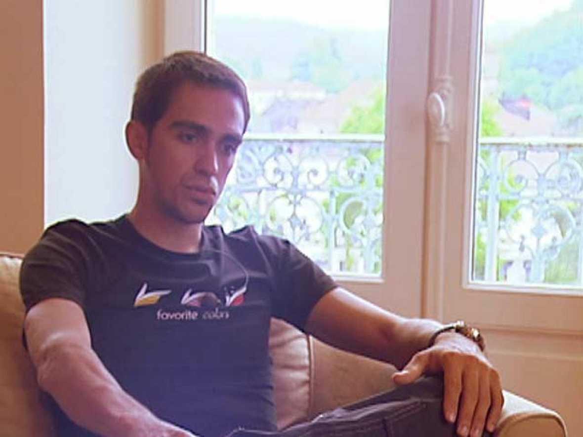 """El ciclista madrileño ha recibido en exclusiva a RTVE.es en los pies del coloso que decidirá el Tour 2010, el Col d'Tourmalet. El de Pinto asegura que este Tour le """"gusta más que el del año pasado"""" y que su relación con Armstrong """"es nula"""". Sobre el"""
