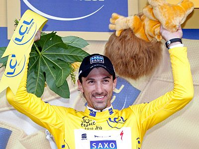 El ciclista suizo Fabian Cancellara ha cumplido con los pronósticos y se ha adjudicado la primera etapa prólogo del Tour. Tony Martin ha sido el segundo, Millar el tercero y Armstrong el cuarto. Contador ha acabado sexto.