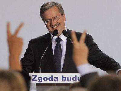 El liberal Komorowski presidirá Polonia tras ganar por la mínima a Jaroslaw Kaczynski