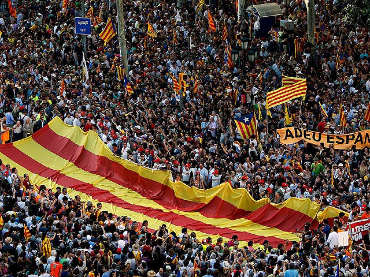 ientos de miles de personas han participado en Barcelona en la manifestación contra la sentencia del Tribunal Constitucional sobre el Estatut de Cataluña.