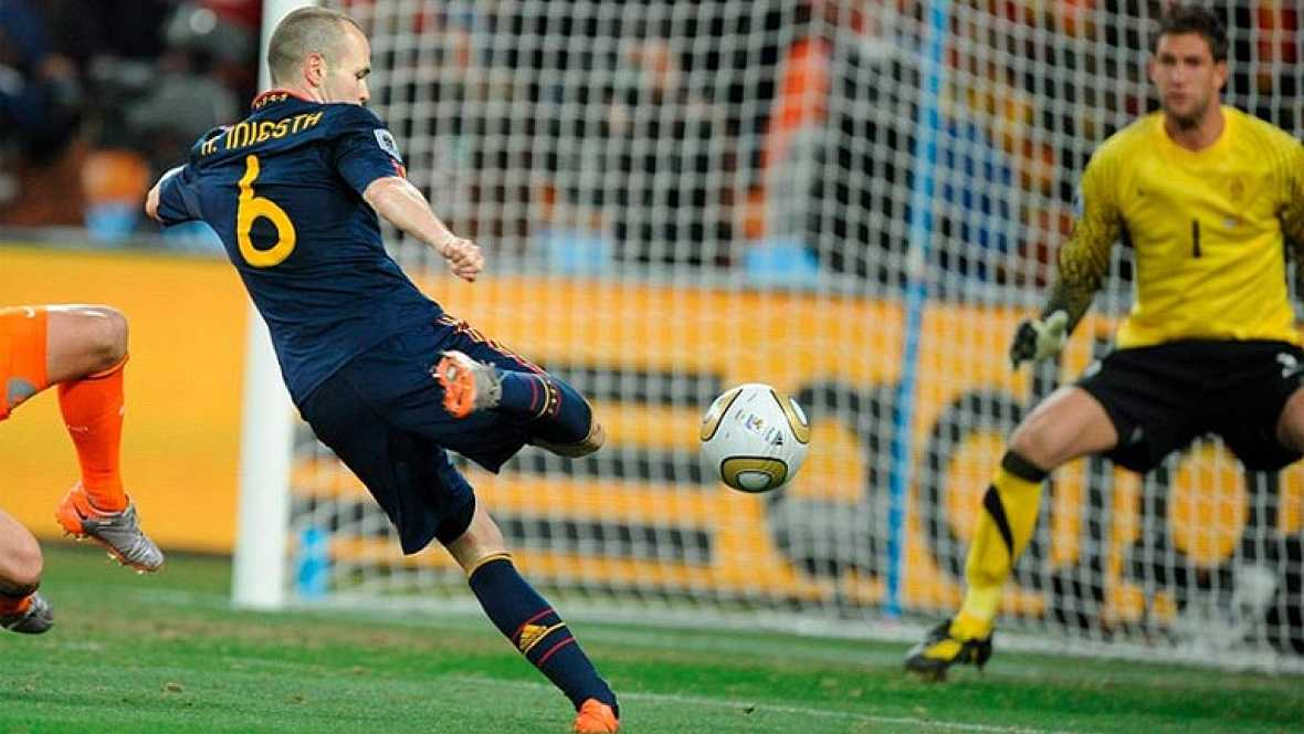 Un golazo de Andrés Iniesta en el minuto 116 dio la victoria de la selección española ante Holanda consiguiendo ganar por primera vez en la historia la Copa del Mundo.