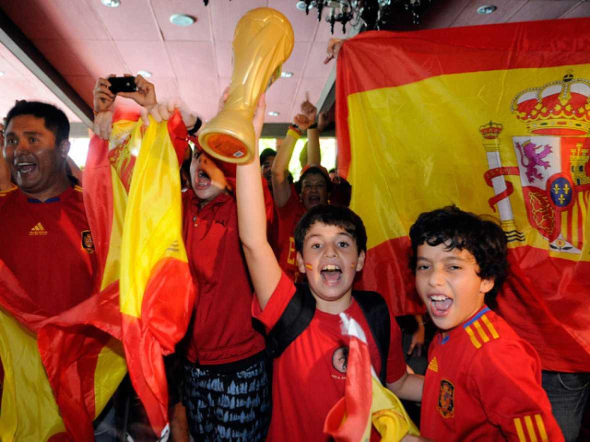 La victoria de la selección española en Sudáfrica se vivió con pasión en lugares tan distantes como Cuba, México o Marruecos