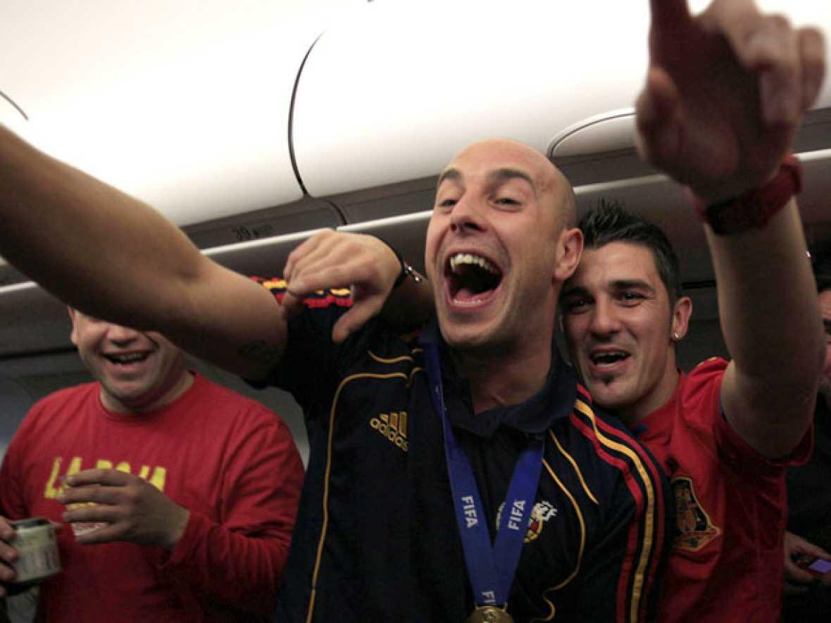 La Roja se desata en el avión de vuelta