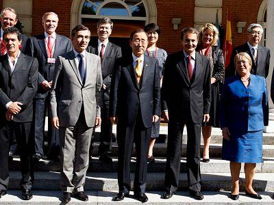 El presidente Zapatero, con todos los miembros del grupo para los Objetivos del Milenio excepto Kagame.
