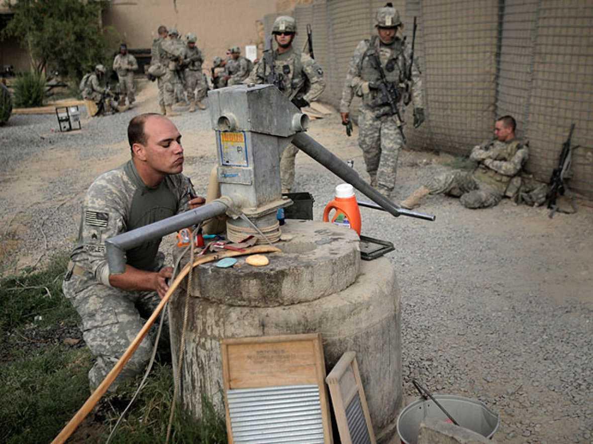 EE.UU. ha condenado las últimas filtraciones de documentos secretos sobre la guerra de Afganistán. El sitio en internet Wikileaks ha filtrado unos noventa mil documentos sobre el tema donde, entre otras cosas, se revelan operaciones encubiertas o mu