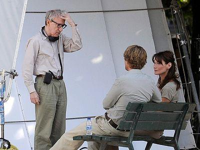 La primera dama francesa, Carla Bruni, está rodando en la capital gala 'Midnight in Paris', su primera película, bajo las órdenes de Woody Allen. En ella, Bruni interpreta a la directora de un museo en un papel secundario. Su marido, Nicolas Sarkozy