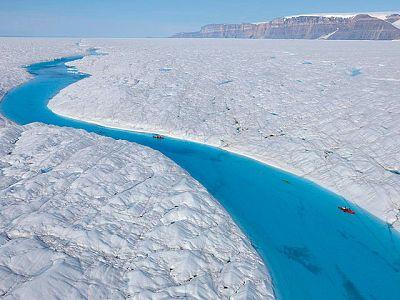Una isla de hielo cuatro veces el tamaño de Manhattan se ha desprendido de uno de los mayores de Groenlandia.