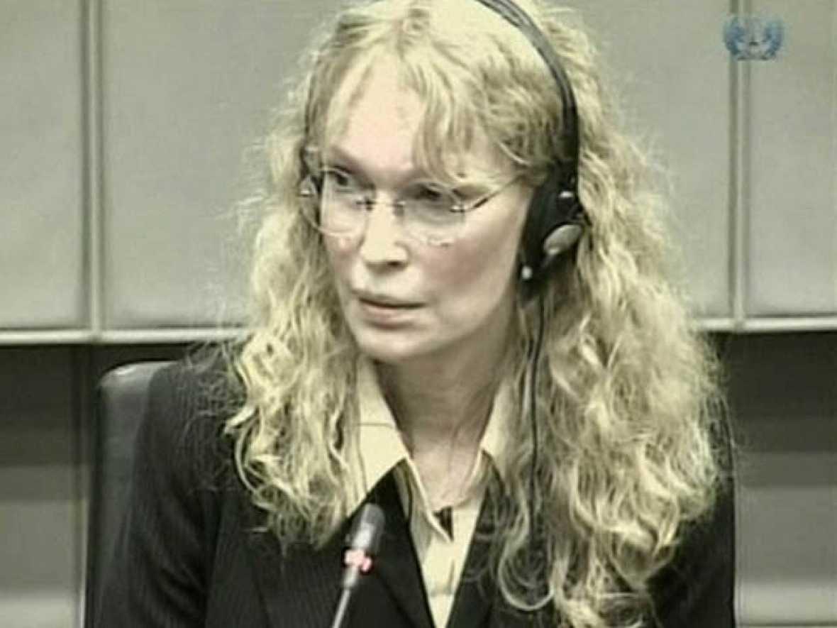 """Mia Farrow escuchó a Campbell decir que Charles Taylor le había regalado un """"diamante enorme"""""""