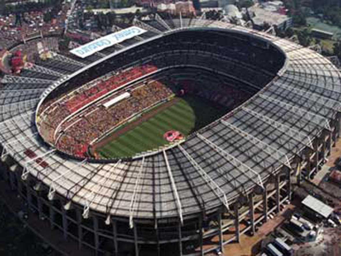 Estadio azteca escenario de 39 la mano de dios 39 y del for Puerta 1 estadio azteca