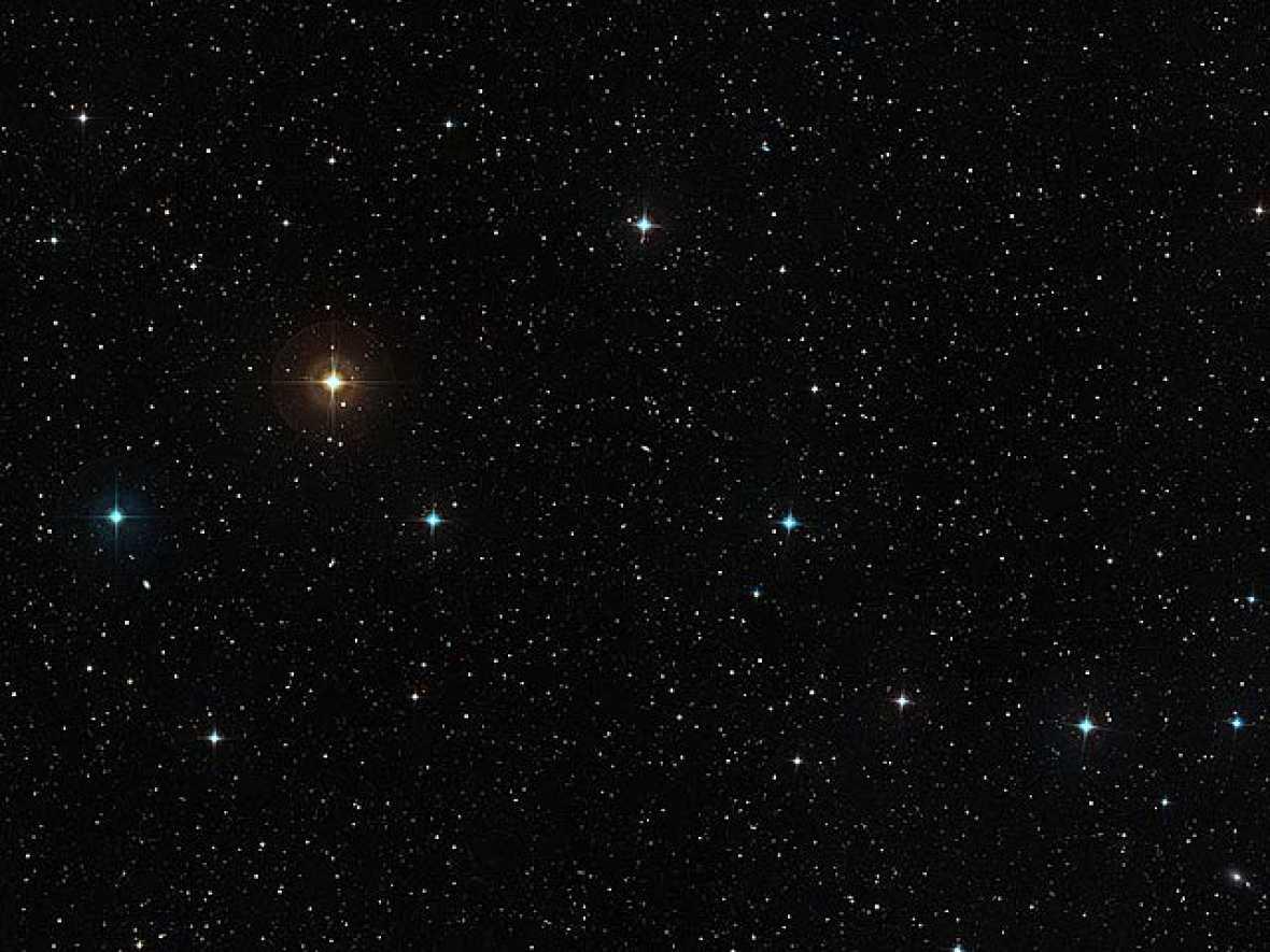 La estrella similar al Sol HD 10180 se encuentra ubicada a 127 años luz de distancia, en la constelación austral de Hydrus. La importancia del descubrimiento de la Agencia Observatorio Europeo Astral (ESO) radica en que podría ayudar a los astrónomos