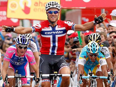 Resumen de la 6º etapa de la Vuelta entre Caravaca de la Cruz y Murcia. Hushovd se impuso al sprint.