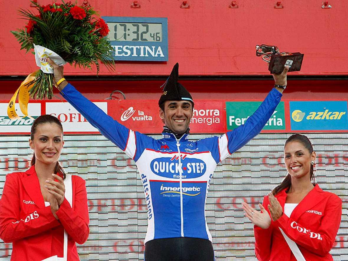 El ciclista asturiano Carlos Barredo Llamazales (Quick Step) se ha  impuesto en la decimoquinta etapa de la Vuelta Ciclista a España,  disputada en entre Solares y Lagos de Covadonga sobre 187,3  kilómetros, marcada por el fuerte ritmo y por el mal t