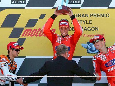 Casey Stoner se ha impuesto en el circuito MotorLand de Alcañiz, por delante de Pedrosa, segundo, y de su compañero Nicky Hayden, tercero.