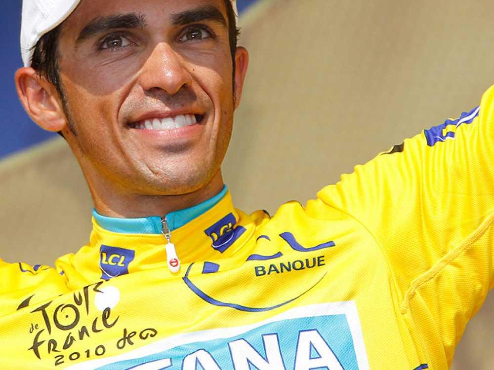 """Alberto Contador ha dado positivo en un  control antidopaje realizado durante el pasado Tour de Francia,  edición en la que se proclamó campeón, y ha explicado, a través de un  comunicado, que ha sido víctima de una """"contaminación alimentaria"""""""