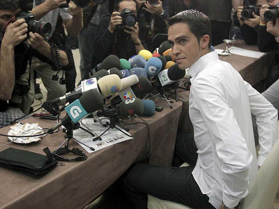 La investigación que la UCI está llevando a cabo sobre el supuesto dopaje de Alberto Contador no iba a hacerse pública debido a la cantidad tan pequeña de sustancia sospechosa en la orina del madrileña. Todo ha salido a la luz debido a una filtraci
