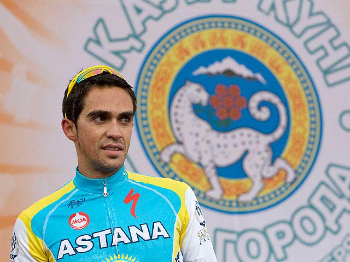 El diario New York Times revela que el día anterior al del positivo del español Alberto Contador en el Tour de Francia por clembuterol, en el control de dopaje que pasó la víspera de la jornada de descanso se detectó una sustancia plastificante en ca