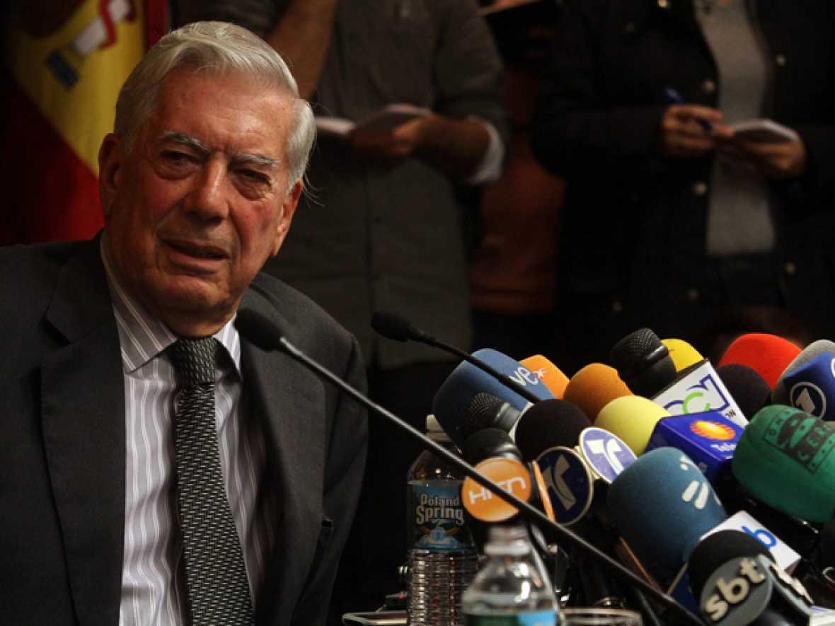 """Vargas Llosa: """"El Nobel no cambiará mi escritura y seguiré trabajando hasta el último día de mi vida"""""""