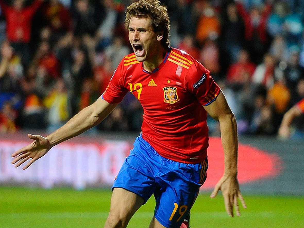 Fernando Llorente adelanta a España ante Lituania al comienzo de la segunda parte en Salamanca con un gol de cabeza al rematar un pase al primer palo de Ramos.