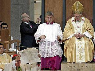 El Papa critica el aborto y el matrimonio homosexual en la consagración de la Sagrada Familia