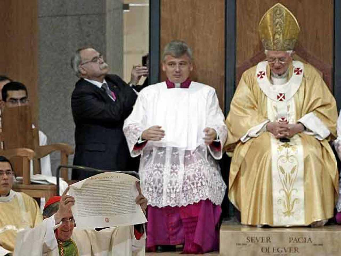 El Papa critica aborto y el matrimonio homosexual en la consagración de la Sagrada Familia