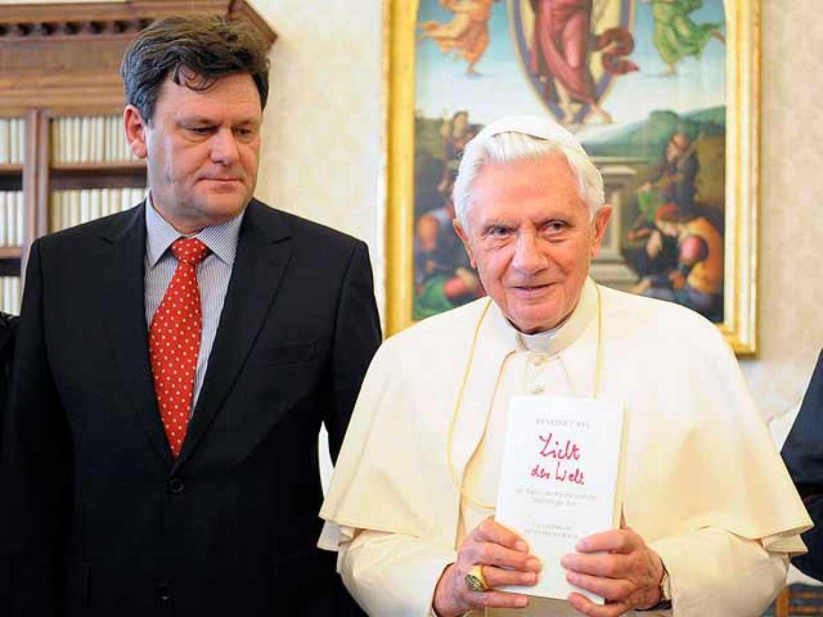 Benedicto XVI no descarta dimitir si la salud le falla