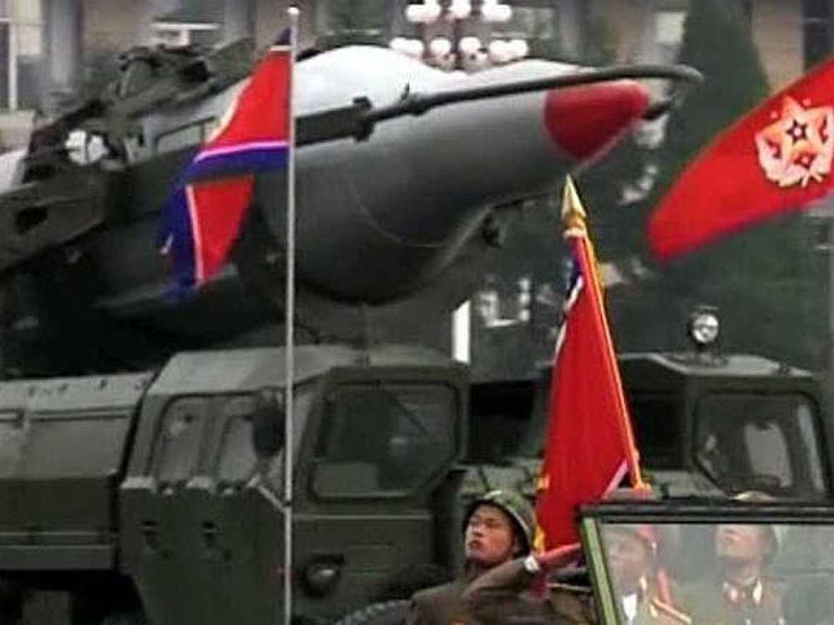 Los analistas consideran que tras el ataque norcoreano a una isla de Corea del Sur, el líder comunista Kim Jong-Il desea reforzar en su país la imagen de su hijo y sucesor y demostrar su poderío ante las próximos negociaciones sobre desarme nuclear
