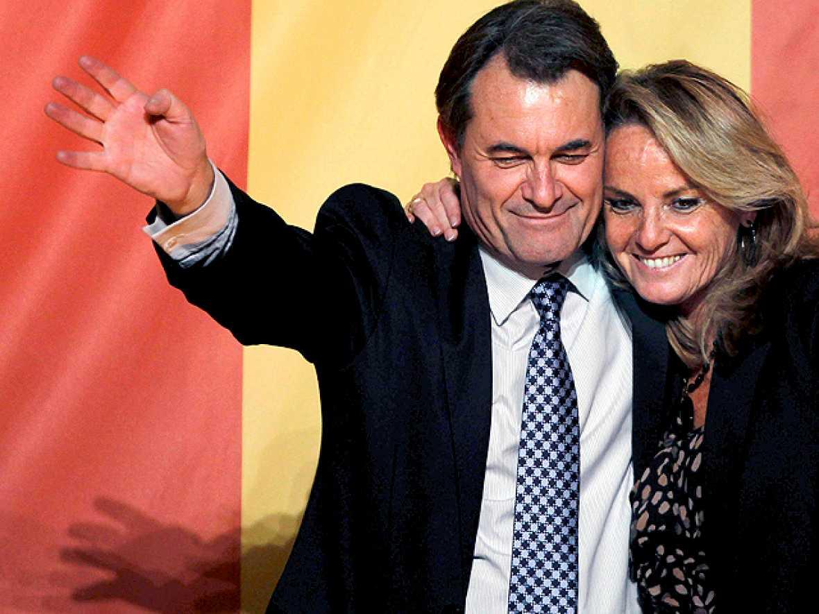 Artur Mas celebra la rotunda victoria de CiU en las elecciones