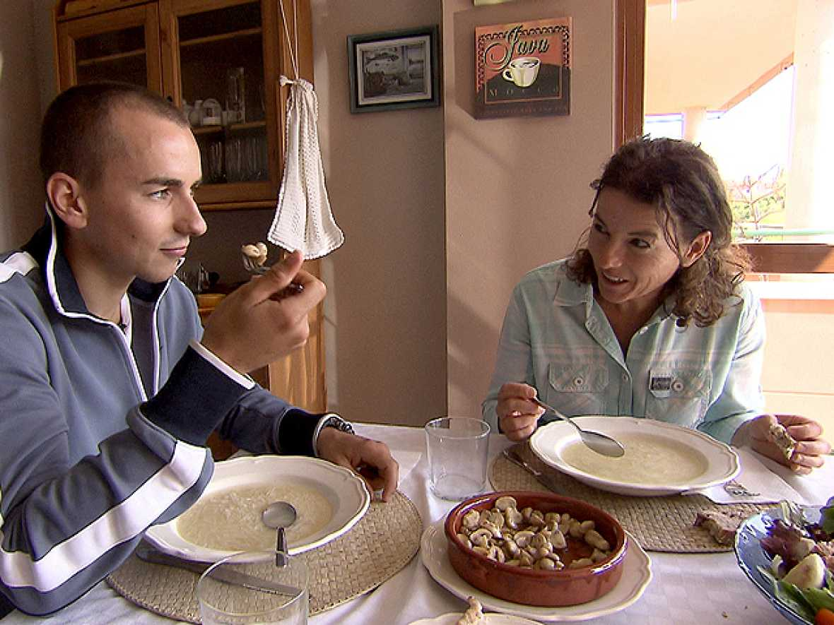 TVE estrena 'Jorge', el documental que descubre al campeón del mundo de MotoGP. La película muestra al verdadero Jorge Lorenzo desde sus inicios. Desvela la auténtica personalidad de un ganador fuera de lo común. Incluye declaraciones exclusivas de s