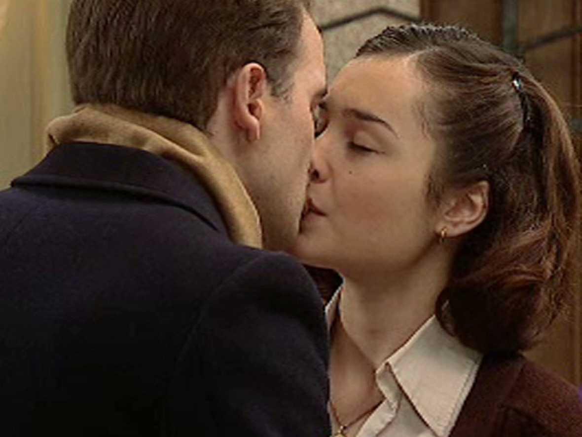 Amar - Jaime y Asun se besan por primera vez
