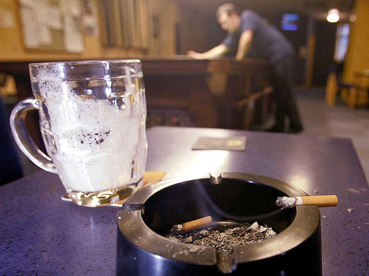Informe Semanal: Y aquí... ¿se puede fumar?