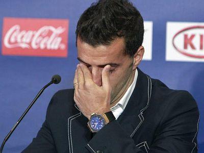 Simao se ha despedido de manera oficial del Atlético de Madrid en una comparecencia en la que Enrique Cerezo le ha hecho emocionarse. A partir de enero inicia una nueva andadura en el Besiktas turco junto a Guti y Schuster.