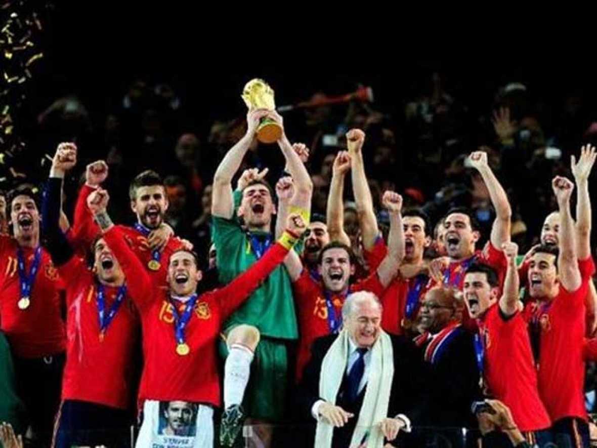 Repasa las mejores imágenes deportivas de 2010, un año en el que el deporte español ha brillado especialmente. Pero también, entre tanta luz, ha habido alguna sombra.