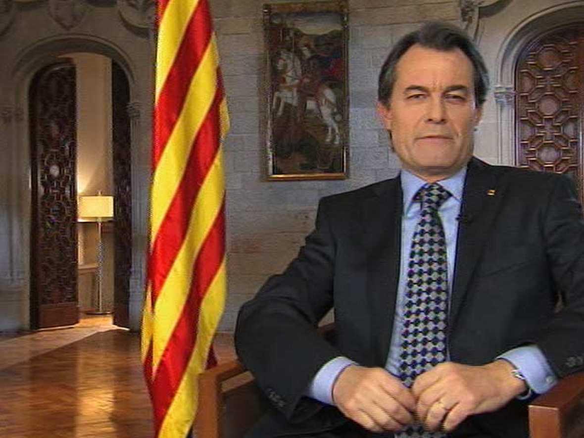 """Artur Mas pide a los catalanes """"sacrificios"""" para """"levantar el vuelo"""" y salir de la crisis"""