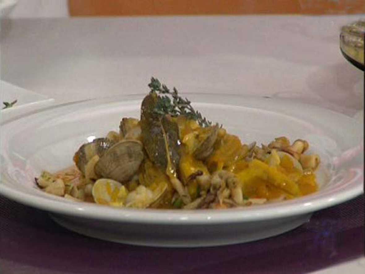 Saber cocinar alcachofas con almejas marineras la for Cocinar alcachofas