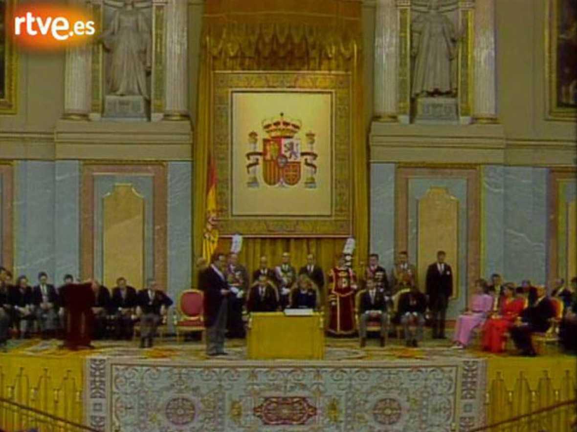 El príncipe Felipe jura la Constitución (1986)