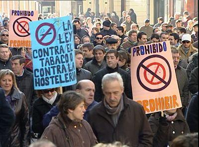 Primera manifestación convocada por el sector de la hostelería contra la Ley antitabaco
